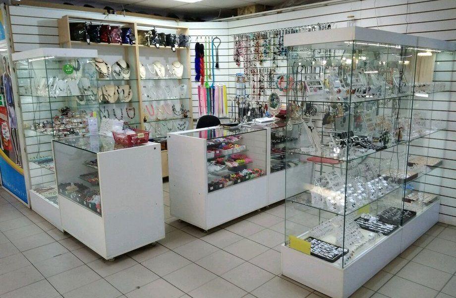 Точка по продаже аксессуаров, бижутерии, парфюмерии
