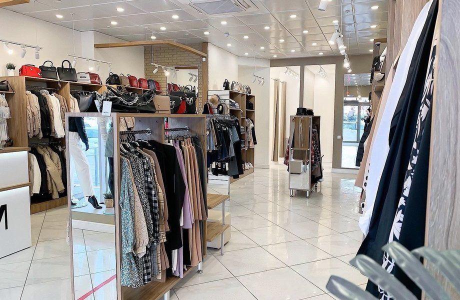 Магазин одежды с пунктом выдачи в центре
