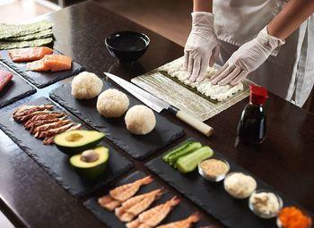 Служба доставки суши / Доход 150 тыс