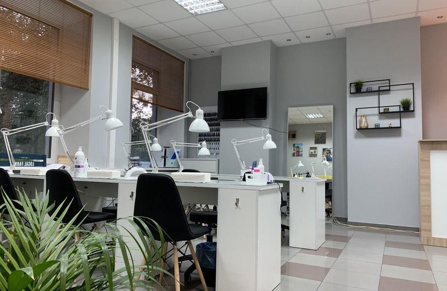 Салон красоты в центре (прибыль 200 тыс. рублей)