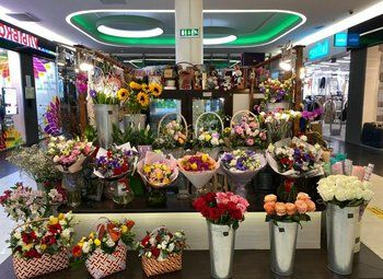 Цветочный магазин-островок в ТЦ (6 лет работы)