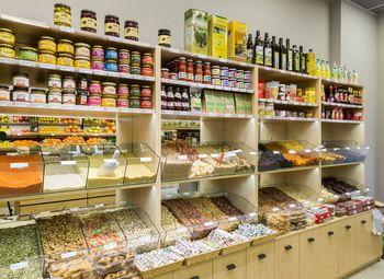 Продуктовый магазин в жилом доме (6 лет)