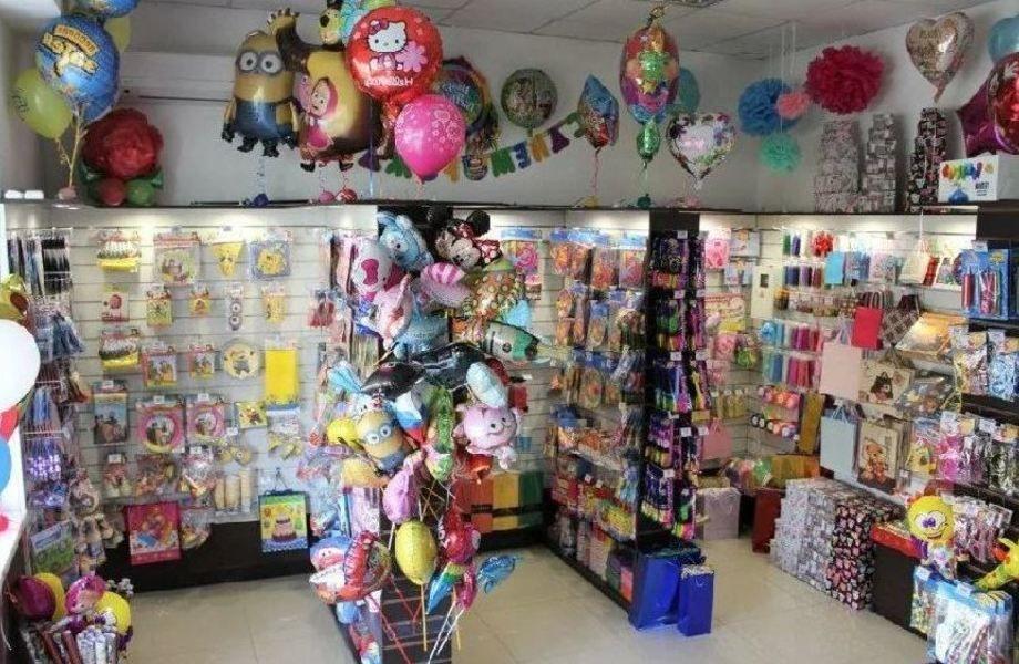 Магазин подарков, шариков в ТЦ на севере