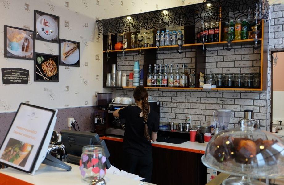 Кафе в оживленном ТЦ / С детской зоной
