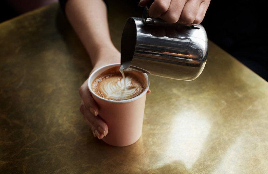 Кофе с собой с подтвержденной прибылью / В здании творческого клуба