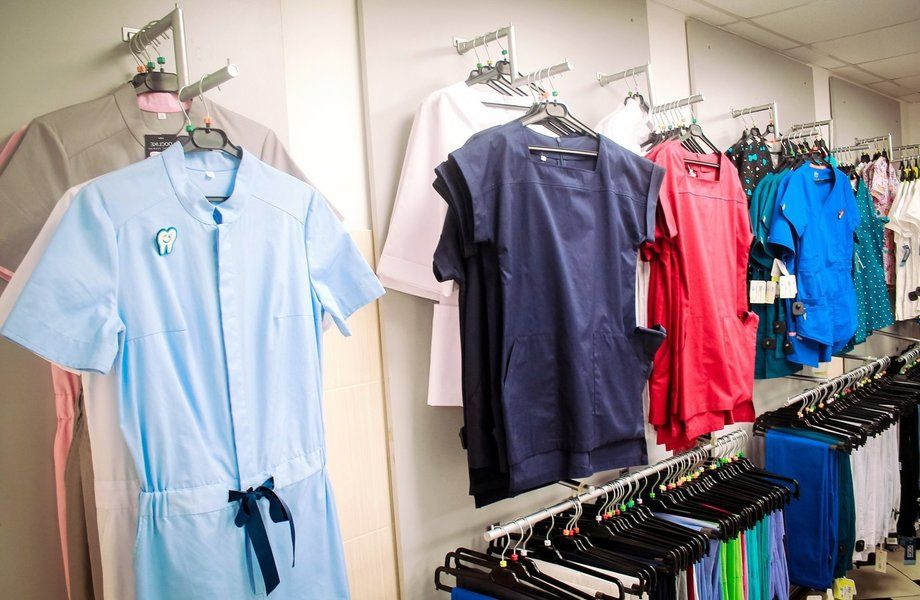 Магазин спец/мед одежды у метро по  цене товарного остатка!