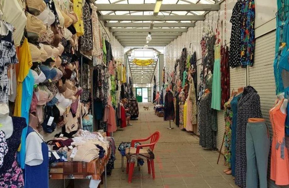 Магазин одежды на рынке