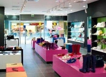Обувной магазин в торговом центре / 2 года работы