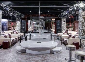 Стриптиз - клуб в центре Москвы
