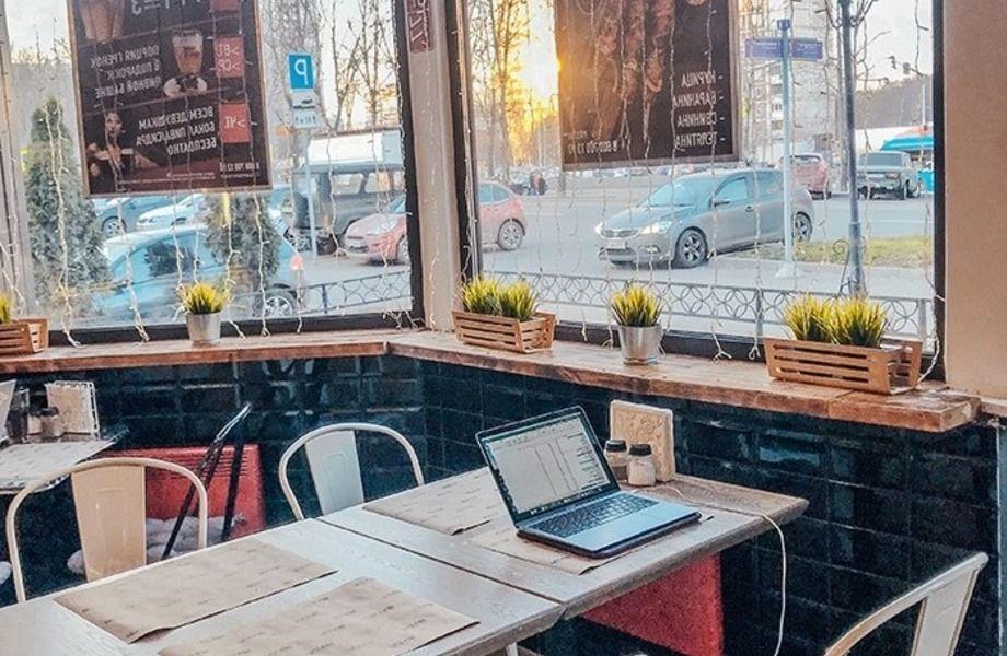 Пивной ресторан в отдельно стоящем здании с летней верандой и мангалом