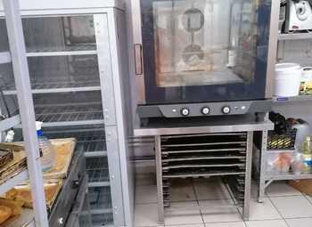 Пекарня, с постоянной клиентурой, в плотном жилом массиве.