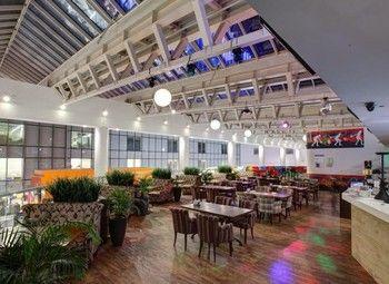 Развлекательный комплекс с рестораном и боулингом, в окружном ТЦ