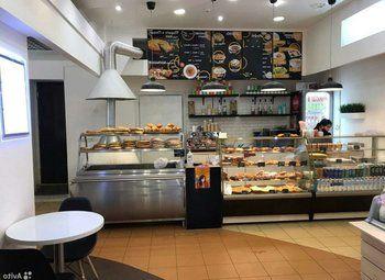Кафе Пекарня прям у метро.