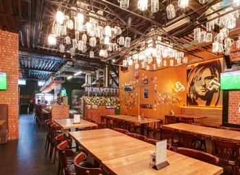 Кафе-бар в центре с лицензией, огромным трафиком и прибылью 400 тыс.
