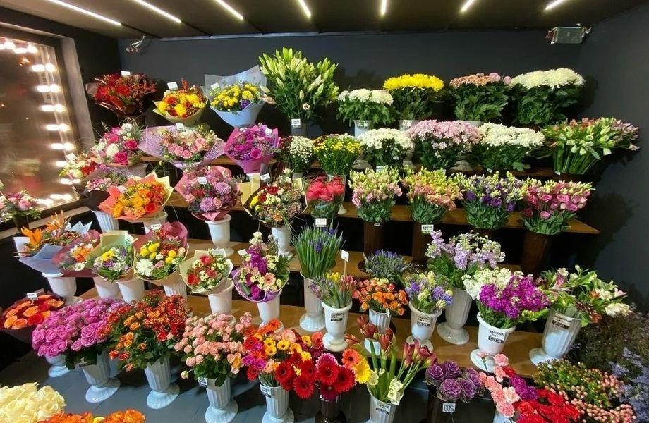 Цветочный магазин в минуте от метро