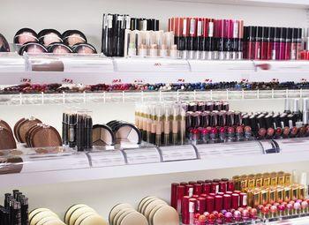 Салон красоты на 2 места+ магазин косметики