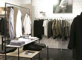 Популярный бренд  верхней одежды в крупном ТЦ